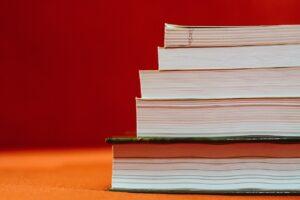 books-933333_1280