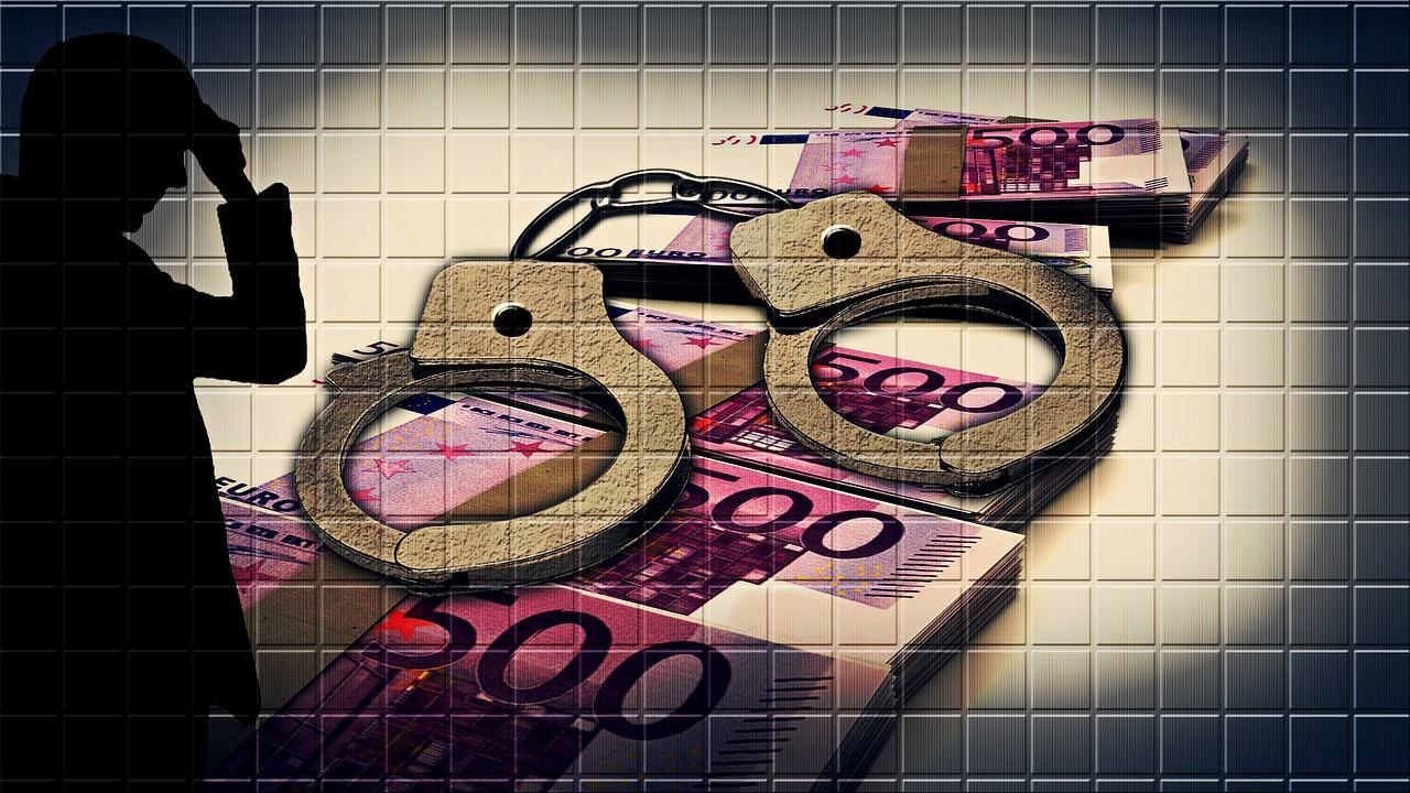 FinCrime handcuffs-258000_1280